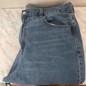 AEO Distressed Mom Jean Size 16R